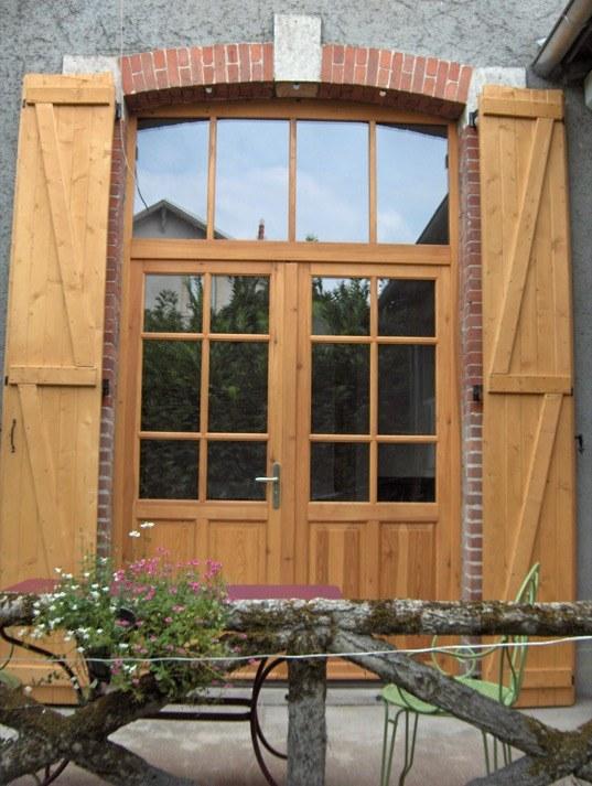 Grande porte fenetre avec imposte en pin sylvestre for Fenetre avec imposte