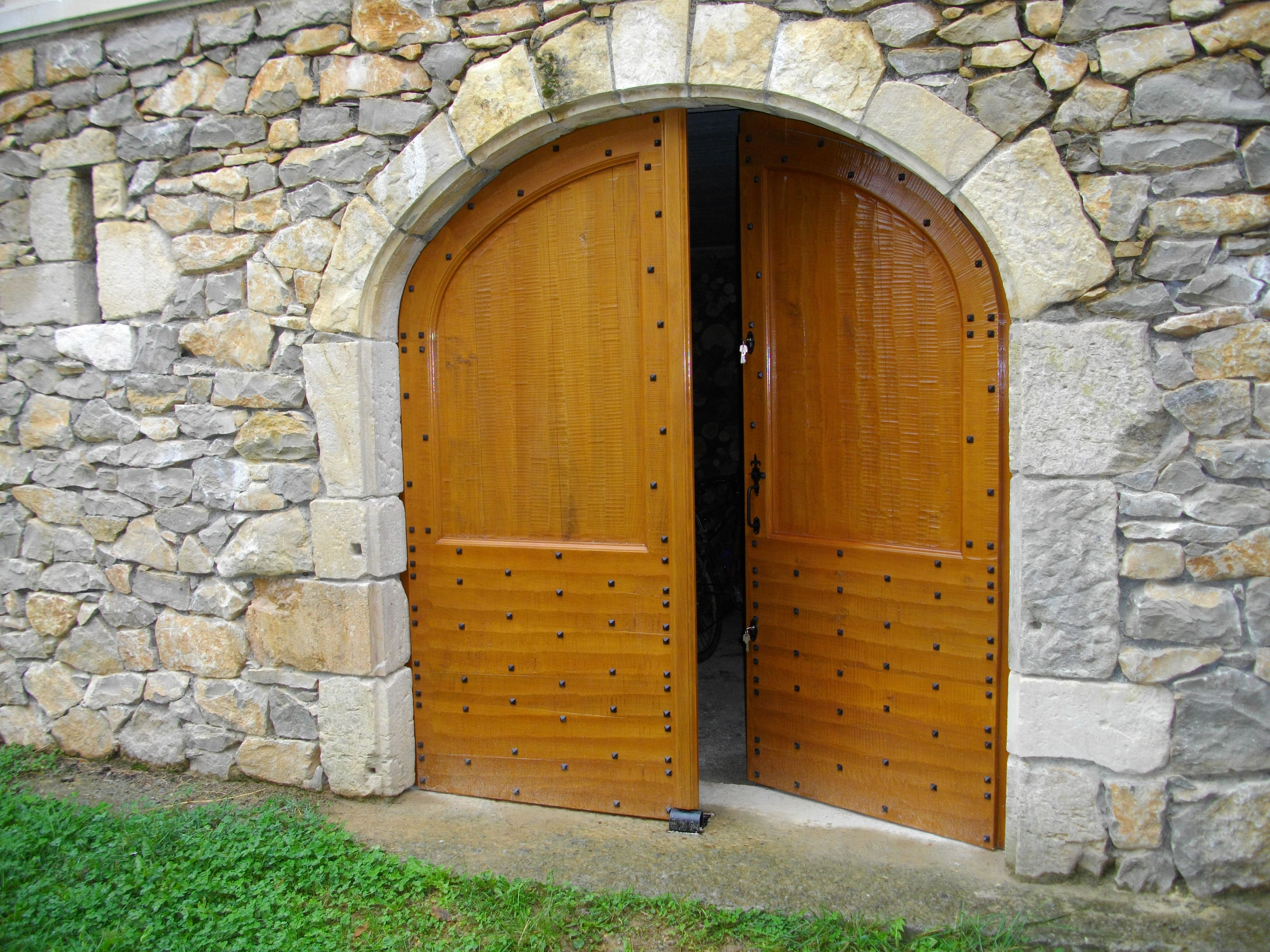 Portail style rustique ch ne clout finition herminette secteur villefran - Lambris style ancien ...