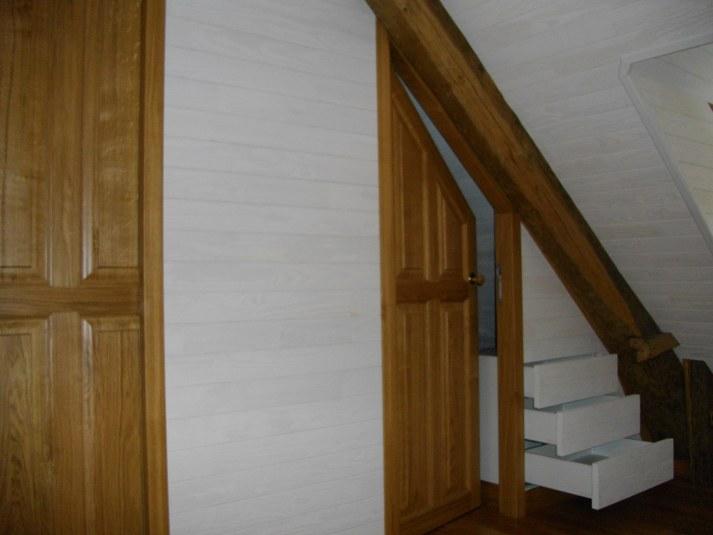 porte galandage porte de dressing sous rampant ch ne massif parquet et lambris tiroirs. Black Bedroom Furniture Sets. Home Design Ideas